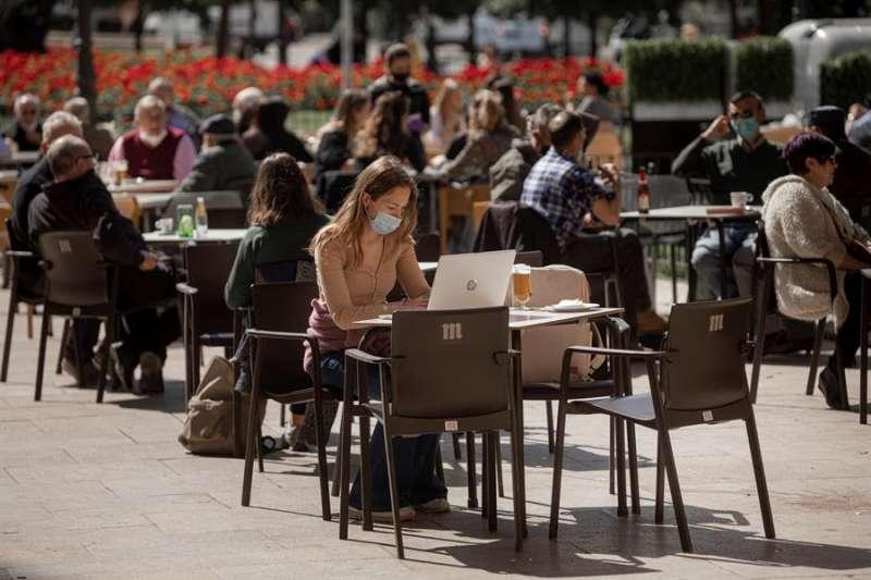 Vista general de una terraza en València. EFE/Biel Aliño/Archivo