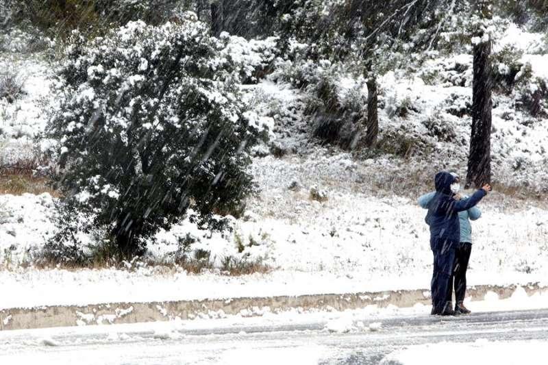 Paisaje nevado en Alicante. EFE