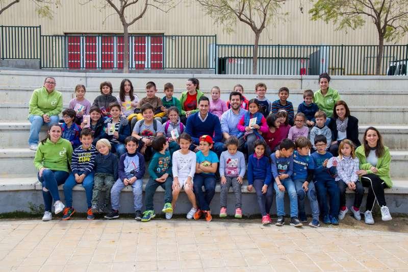 Mislata lleva al campamento de Pascua para niños y jóvenes el arte, la ciencia y la cultura