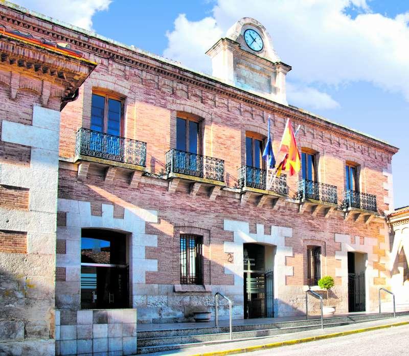 Fachada del ayuntamiento de Camporrobles