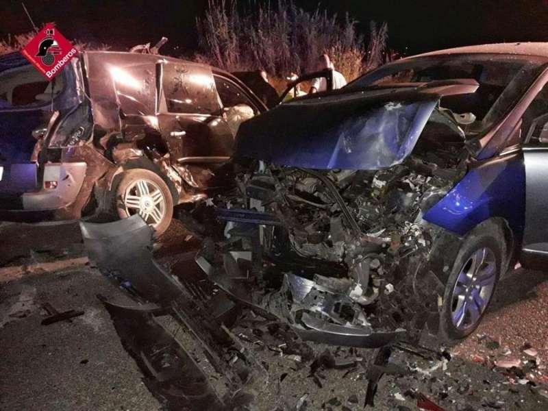 Imagen del accidente cedida por el consorcio provincial de bomberos de Alicante. EFE