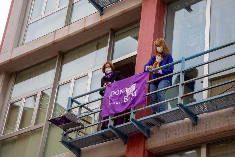 Balcón municipal en apoyo al 8M.