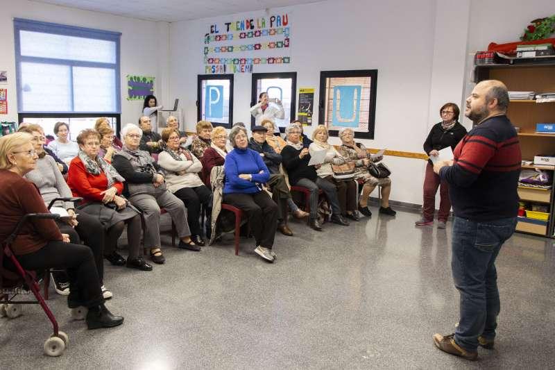 La gent major de Picassent aprén a cuidar-se i revisa la seua salut
