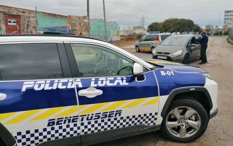 Uno de los vehículos de la Policía Local de Benetússer, uno de los cuerpos policiales que intervino.