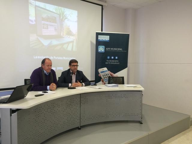 El alcalde y el diputado en la presentación de la app municipal. FOTO: DIVAL