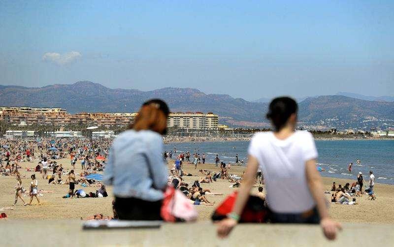 Una vista de la playa de la Malvarrosda de València. EFE/Archivo
