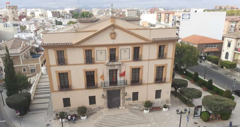 Fachada del ayuntamiento de Paterna. EPDA