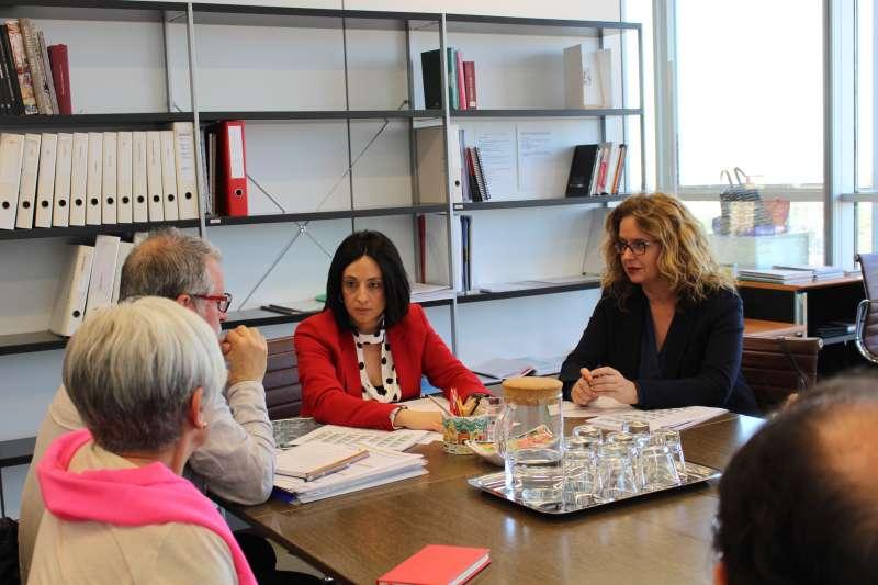 Comisión de la Conselleria de Vivienda para tratar las actuaciones de mejora de los Bloques Portuarios del barrio del Cabanyal de València