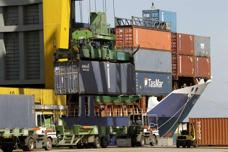 Tráfico de contenedores en el Puerto de València. EPDA