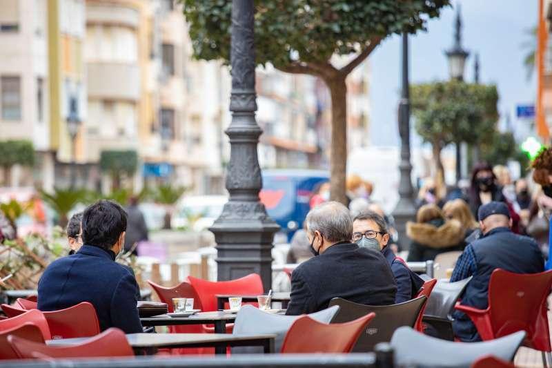 Imagen de archivo de la terraza de un bar. EPDA
