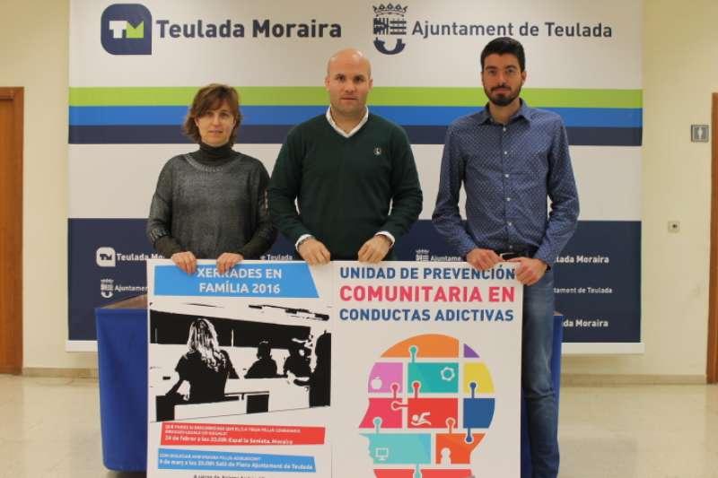 Momento de la presentación con Linares en el centro, junto al concejal, Dani Ibanco