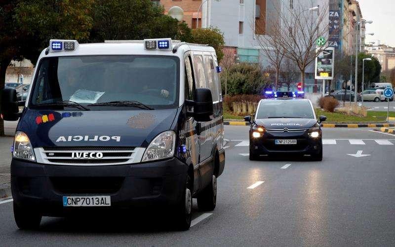 Unos vehículos policiales. EFE/Archivo