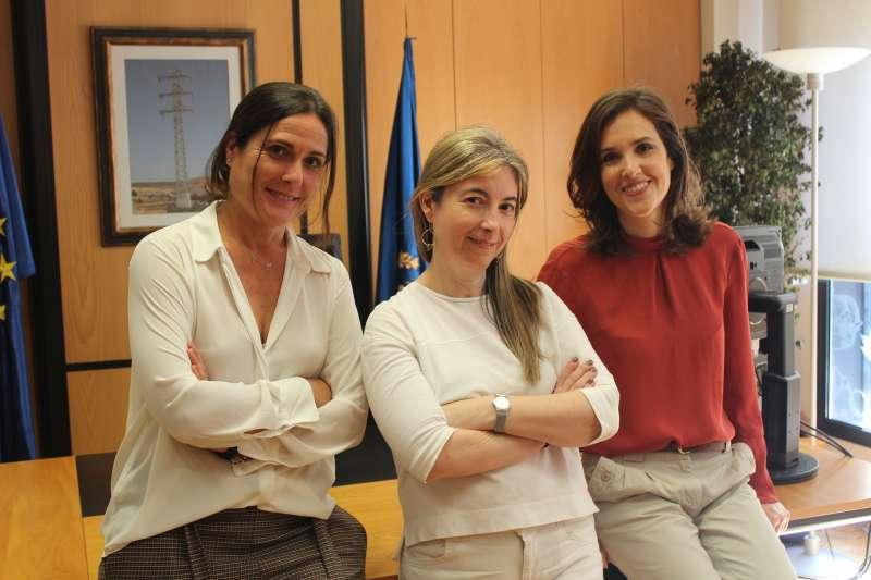 De izquierda a derecha: Eva Marco, Nieves Romero y Esther Pavía del COIICV./Laura Florentino