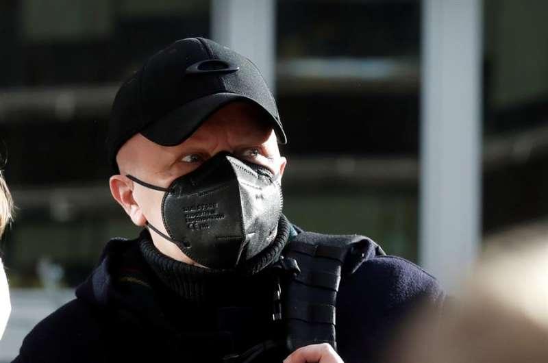 Paco Sanz, el hombre de los 2.000 tumores a su llegada al juicio acusado de estafar 264.780 euros a miles de personas. EFE/Archivo