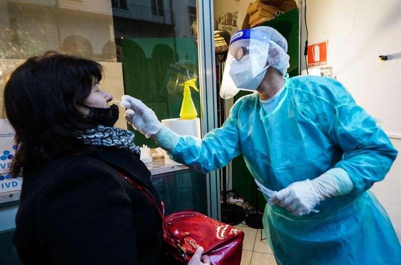 Personal sanitario durante la crisis del Covid-19. EFE.