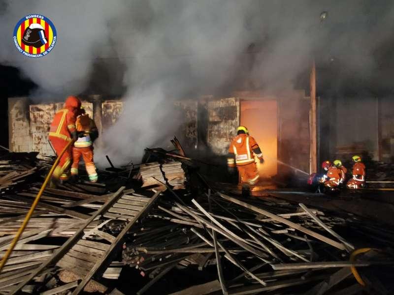 Incendio industrial de Benifaió./EPDA