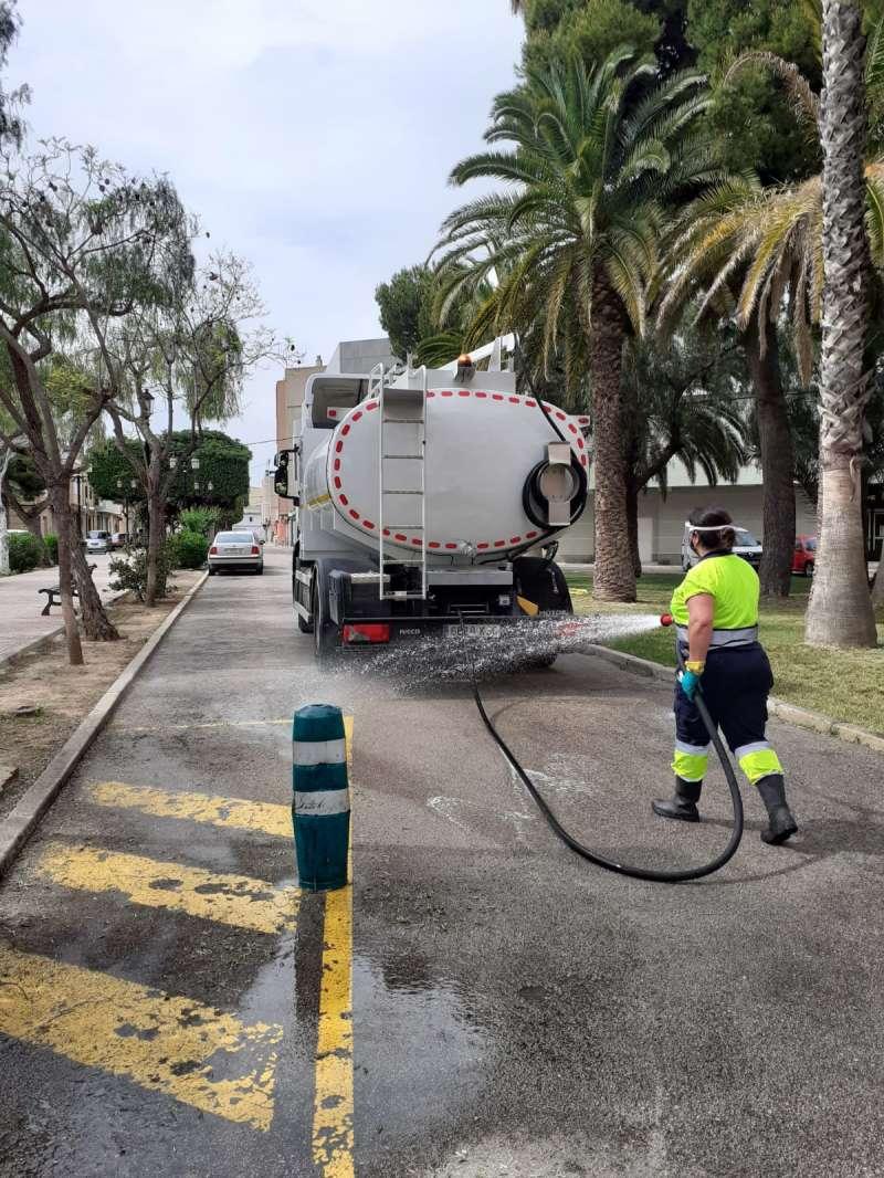 Trabajos de limpieza en Alcàsser