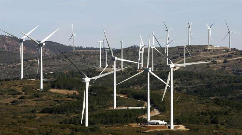 Imagen de archivo de uno de los parques eólicos que se encuentran en la Comunitat Valenciana. EFE/Domenech Castelló