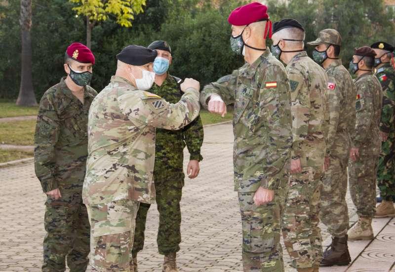 El jefe del Mando Terrestre Aliado de la OTAN visita el cuartel de Bétera.