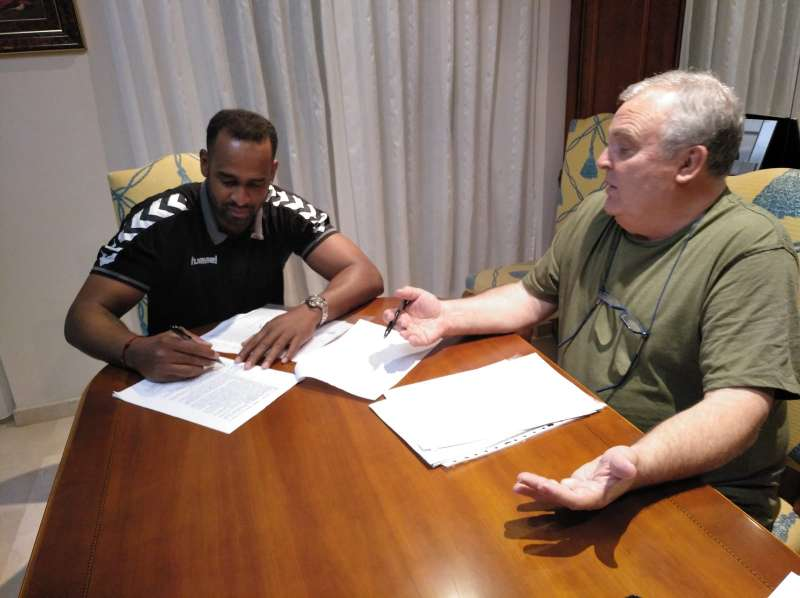 Firma del contrato de renovación. EPDA