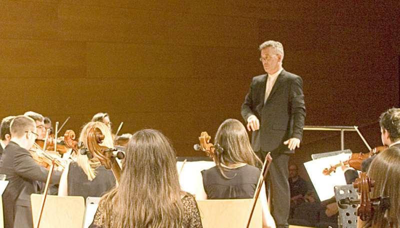 Rafael Fabregat, músico y dramaturgo, es además director de la Orquesta Haëndel, del Conservatorio de Vila-seca