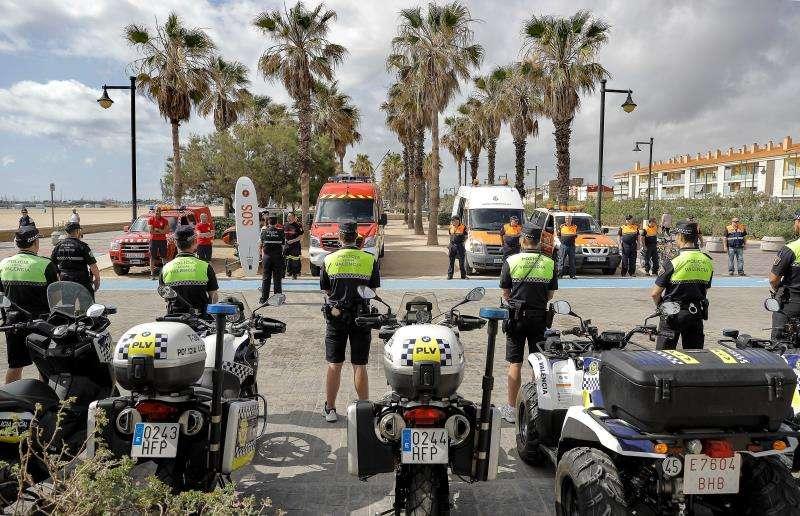 Agentes de la Policía Local que forman parte del dispositivo de playas. EFE/Archivo