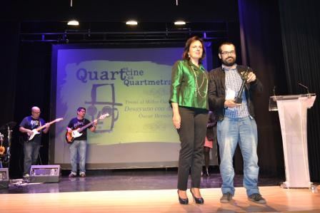 Óscar Bernàcer recoge el premio a mejor corto. Foto: EPDA.