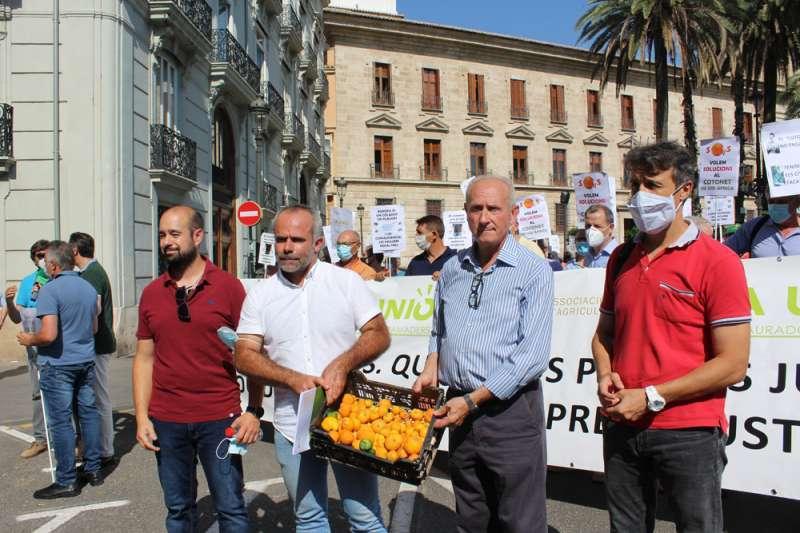 Concentración AVA-ASAJA. València. EPDA.