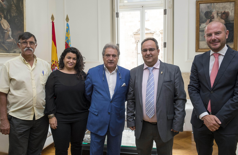 El presidente Rus y los diputados Segura y Gaspar con el alcalde de Sumacàrcer- FOTO: DIVAL