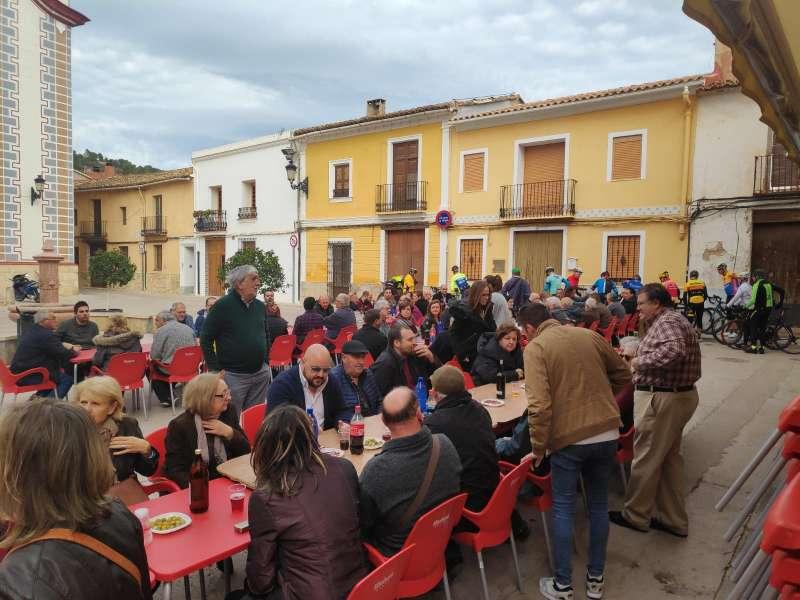 Alcaldes, concejales y militantes asistentes al almuerzo del PSPV en Petrés. EPDA