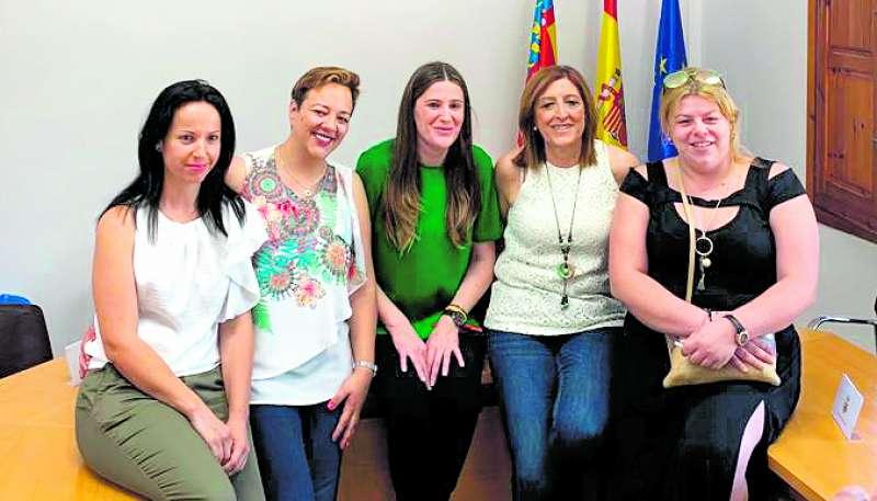 La alcaldesa y concejalas de la Corporación de Albalat dels Tarongers. EPDA
