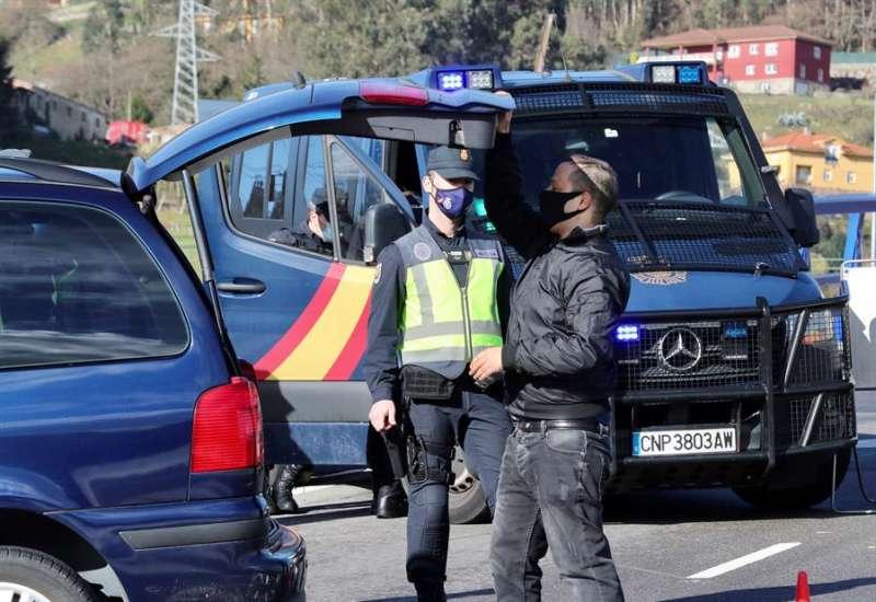 Agentes de la Policía Nacional durante una operación. EFE/Archivo