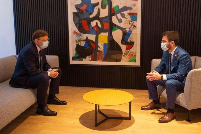 Ximo Puig, junto al vicepresidente de la Generalitat de Cataluña en funciones de presidente, Pere Aragonès. EFE