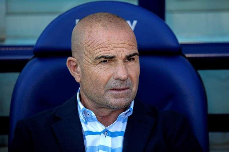 El entrenador Paco López del Levante, durante un partido de LaLiga Santander. EFE/Archivo