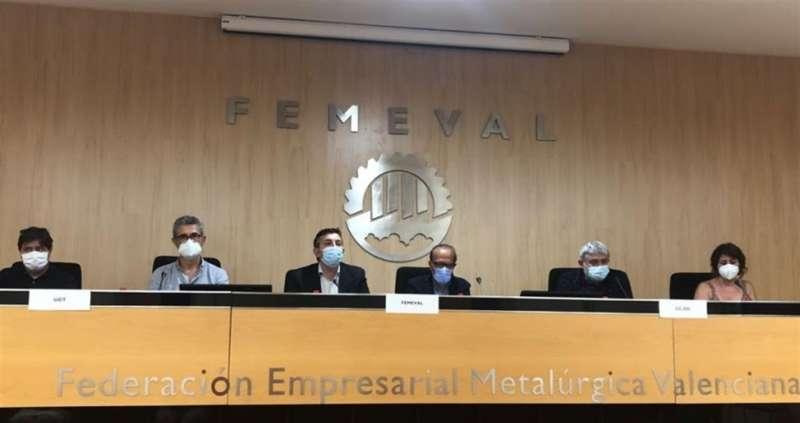 Imagen de la firma del Convenio Colectivo facilitada por Femeval.