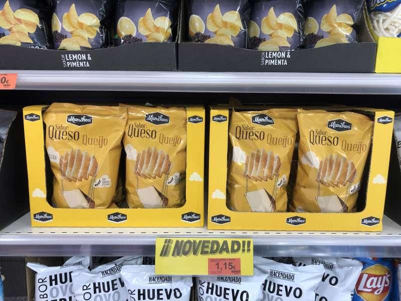 Las nuevas Patatas Onduladas sabor Queso en el lineal de Mercadona