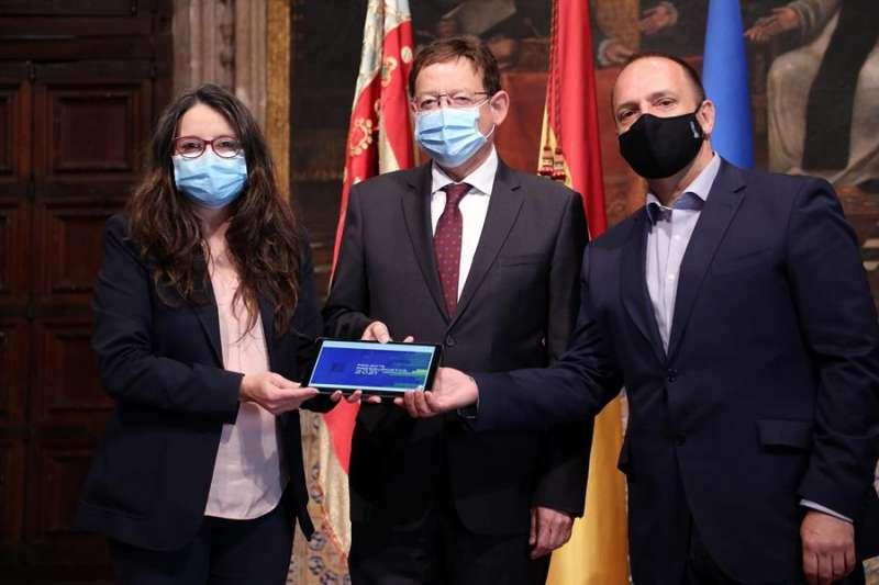 El president de la Generalitat, Ximo Puig, la vicepresidenta Mónica Oltra y el vicepresidente segundo, Ruben Martinez Dalmau. EFE