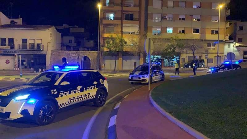 Control de la Policía Local en la entrada a Sagunt desde Valencia.