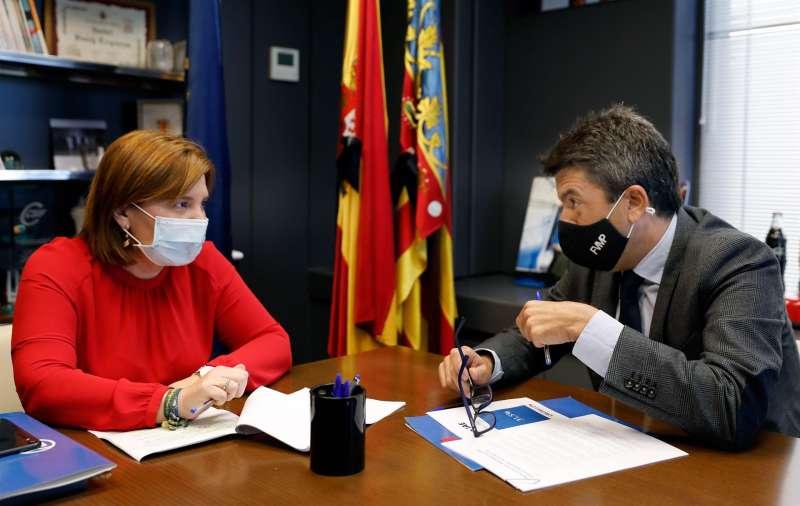 La presidenta del Partido Popular de la Comunitat Valenciana, Isabel Bonig, reunida con el portavoz del PP en la Federación Valenciana de Municipios y Provincias y presidente del PP de la provincia de Alicante, Carlos Mazón. EFE