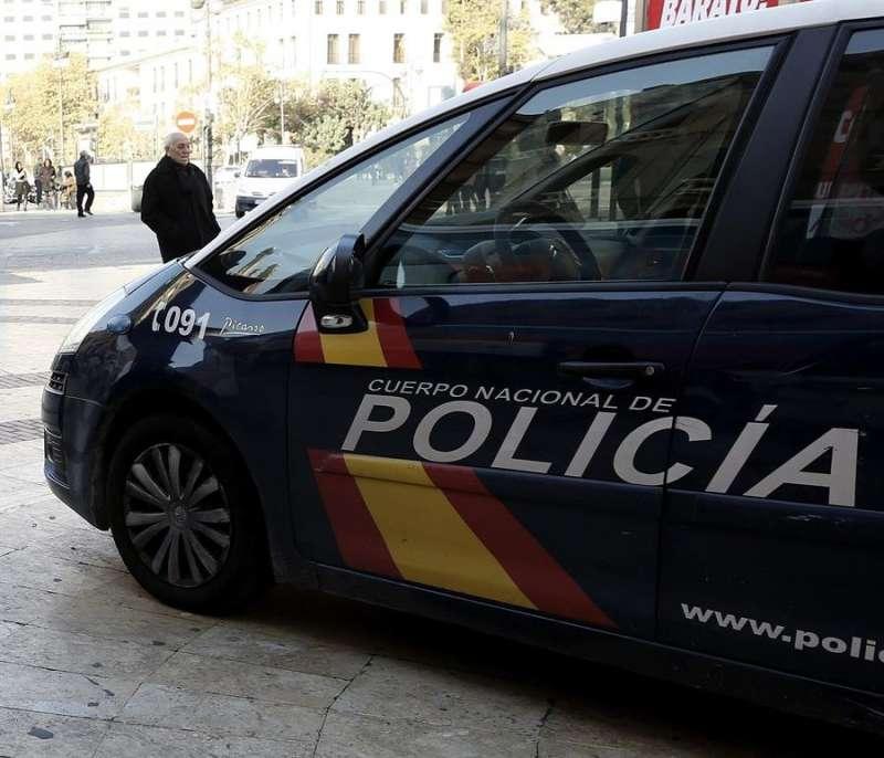 Un vehículo de la Policía Nacional. EFE