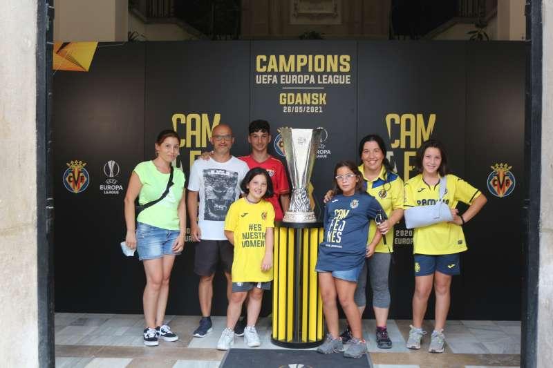 Una familia de Madrid, seguidores del Villareal