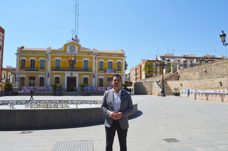 Toni Subiela, en la plaza Emilio Castelar de Burjassot. EPDA