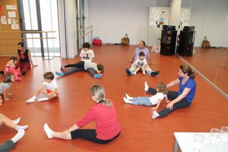 Durante toda la mañana las profesoras se dedicaron a realizar diferentes ejercicios de equilibrios, psicomotricidad y confianza. Foto: EPDA.