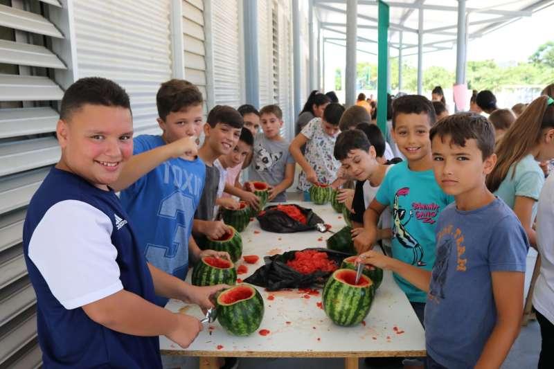 Niños preparando sus fanalets