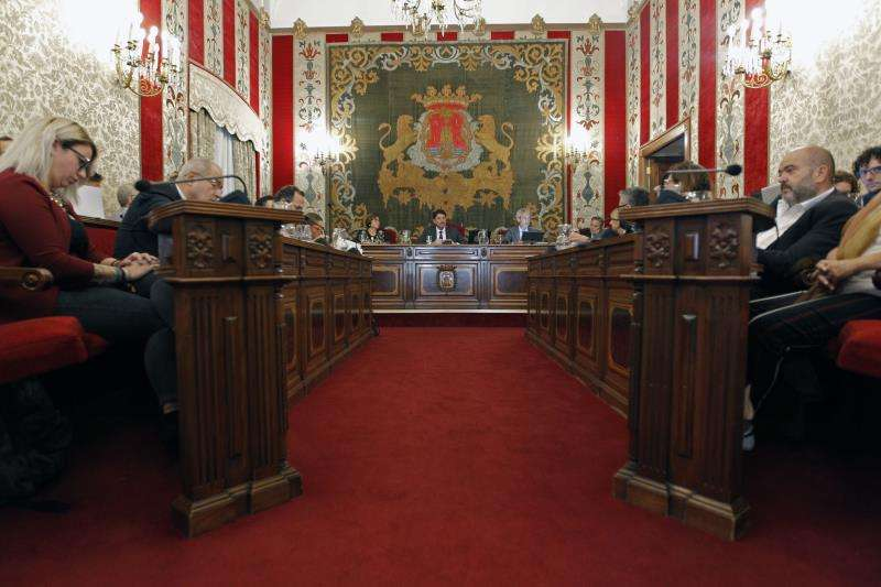 Vista general del pleno del Ayuntamiento de Alicante. EFE/Archivo
