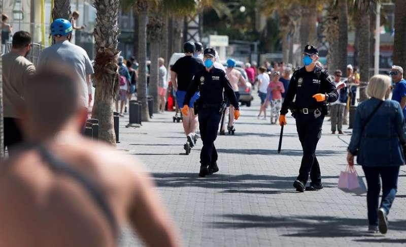 La Policía Local patrulla por una localidad valenciana en una imagen de archivo. EFE