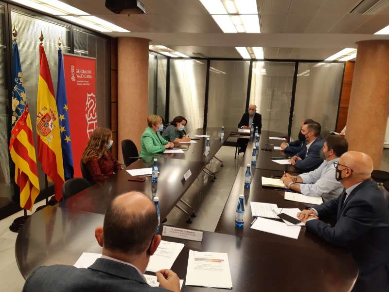 La consellera Ana Barceló se reune con el presidente y la vicepresidenta de la Junta Central Fallera y representantes de la Interagrupació de Falles de València, la Federació de Falles de Primera A, la Fed. de Falles d