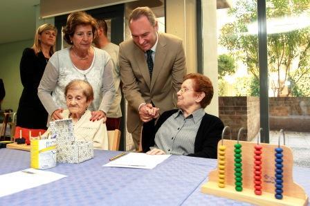 Alberto Fabra visita la Residencia de la tercera edad y Centro de Día de Carlet. Foto EPDA
