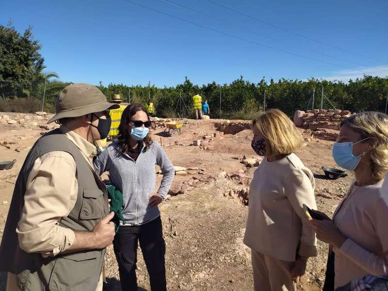 La alcaldesa de Bétera visita las excavaciones. / EPDA