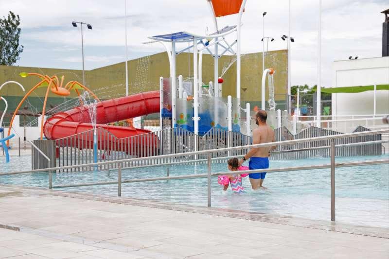 La piscina de verano, el domingo